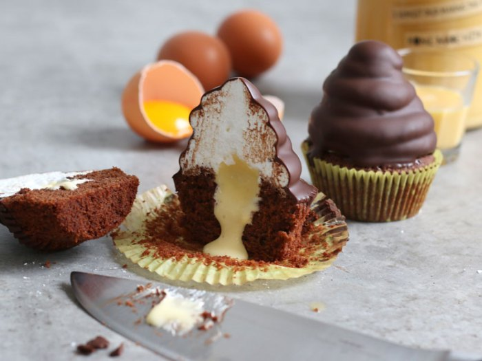 Eierlikör Schokolade Hi-Hat Cupcakes | Bake to the roots