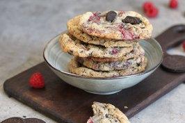 Raspberry Cookies 'n' Cream Cookies | Bake to the roots