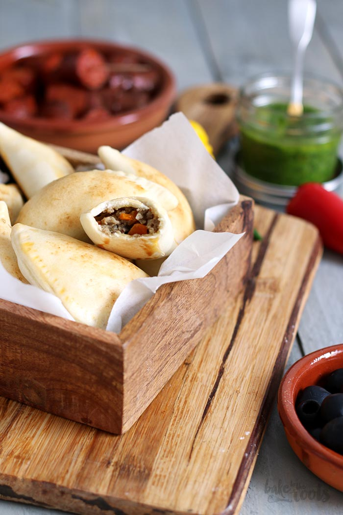 Empanadas mit Chimichurri | Bake to the roots