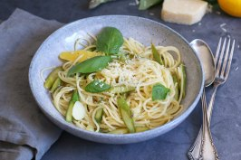 Spaghetti con asparagi e limone | Bake to the roots