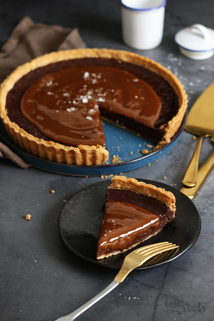 Oreo Salted Caramel Chocolate Tart | Bake to the roots