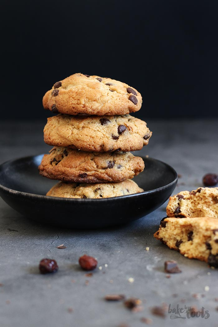 Chunky Cranberry Chocolate Chip Cookies | Bake to the roots