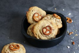 White Chocolate Pretzel Cookies | Bake to the roots