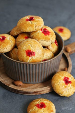 Chinese Almond Cookies for Chinese New Year (sugar-free)