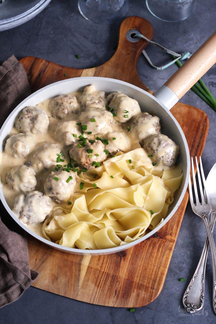 Schwedische Koettbullar mit Pasta | Bake to the roots