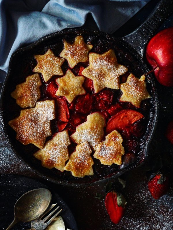 QUICK APPLE STRAWBERRY PIE
