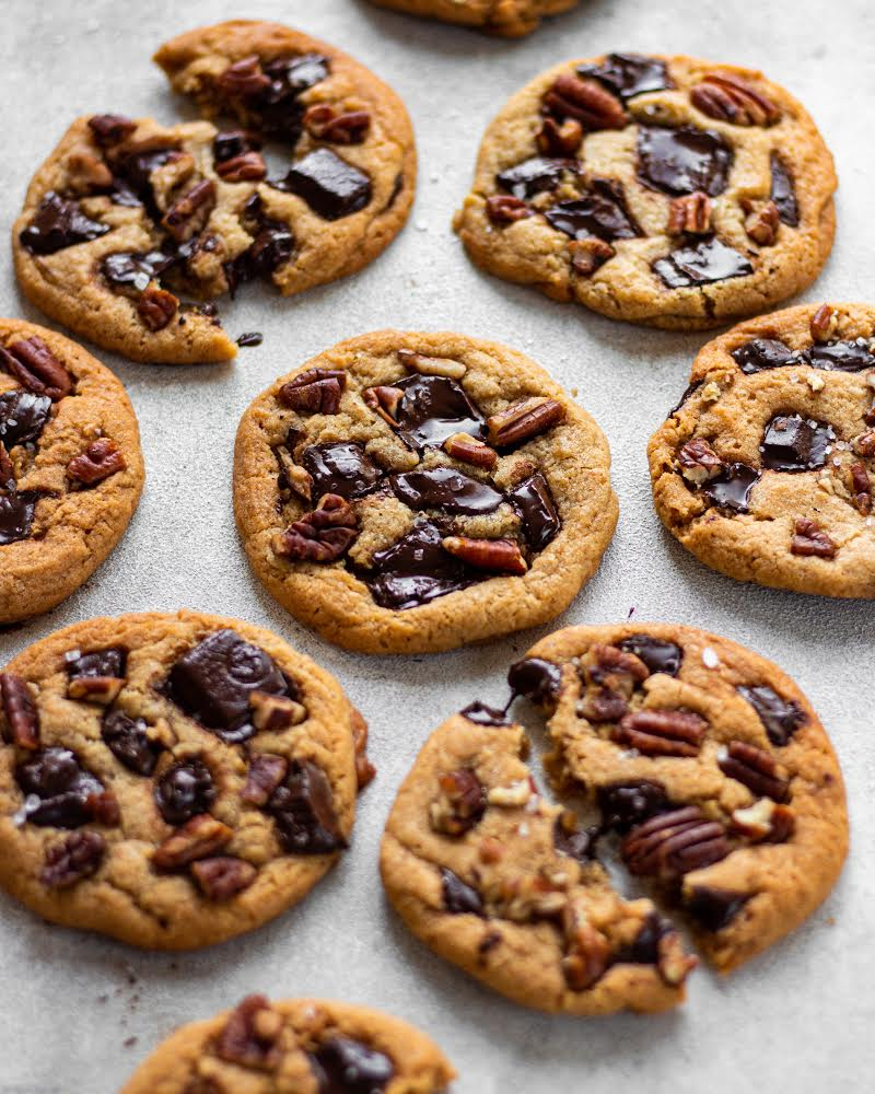 Chocolate and pecan cookies