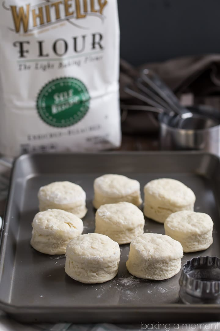 How to make buttermilk biscuits like a Southern Grandma. #sponsored @whitelilyflour