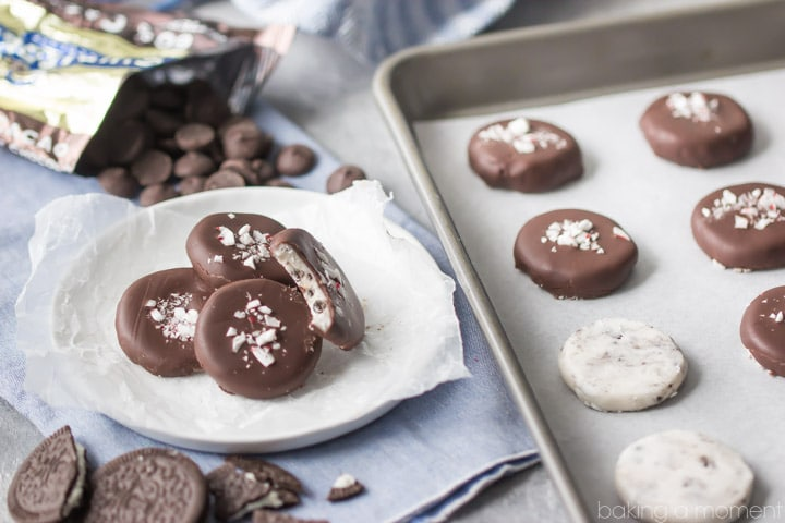 These cookies and cream peppermint patties were so much fun to make! Loved the addition of crushed Oreos, for that added cookie crunch. I'll be making these again every year now, as homemade Christmas gifts! food desserts candy @ghirardellico