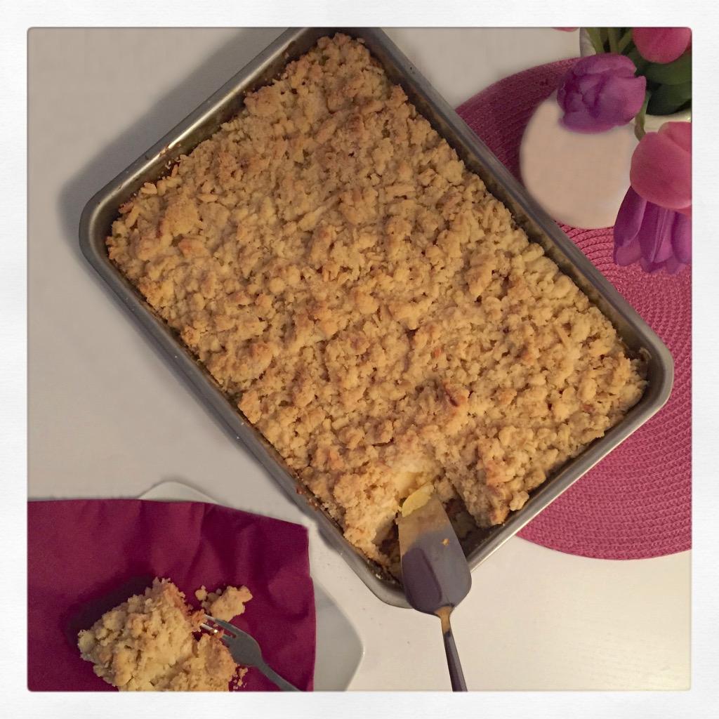 Apfel-Streuselkuchen mit Vanillepudding