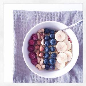Hirsebrei mit Früchten