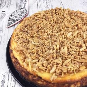 Cheesecake mit knuspriger Mandelkruste_Nahaufnahme