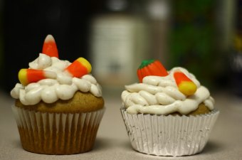 Punkin Around: Pumpkin Pub Cakes with Cream Cheese Frosting