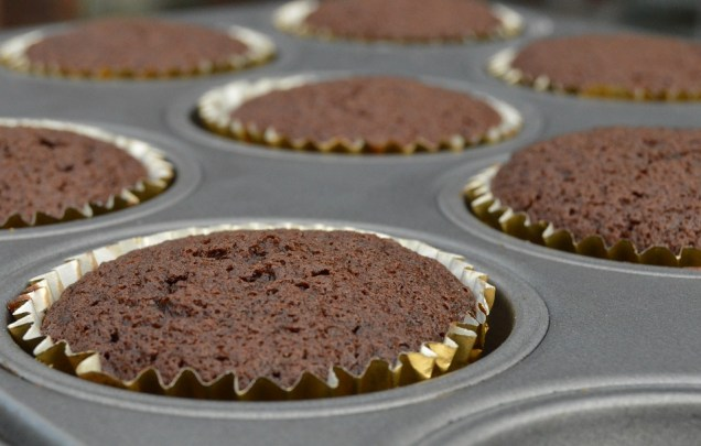 Chocolate and Earl Grey Tea cupcakes cooling