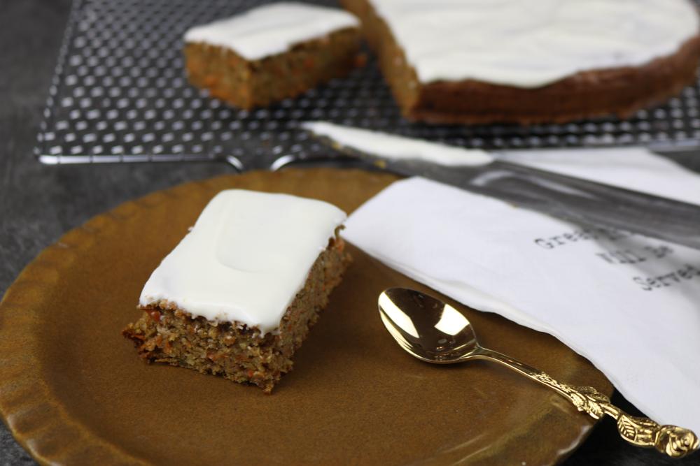 Gesunde Carrot-Cake Schnitten – super saftig & nussig
