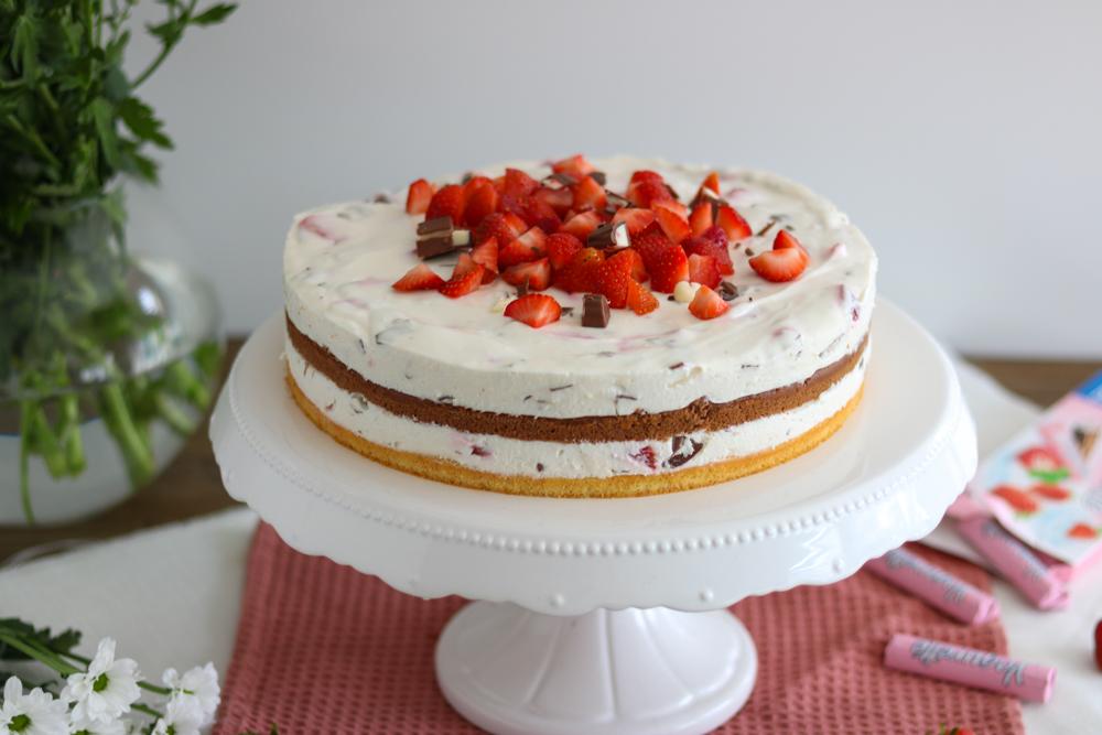 Yogurette-Torte_Erdbeer-Joghurt-Torte