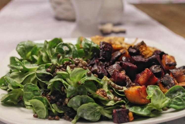 Beluga-Linsen mit Feldsalat, Süßkartoffel & Rote Bete