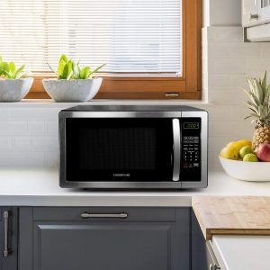 See how it looks when you place this Farberware microwave in your kitchen. A compact size microwave that doesn't take too much counter space and comes with 1.1 cu. ft. roomy interior.