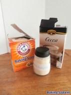 baking soda, cacao en strooibus droogshampoo