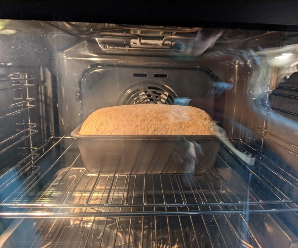 Waarom en hoe kun je brood bakken met stoom?
