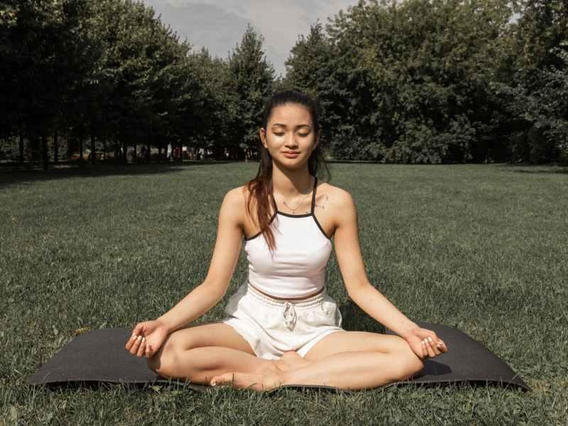 olahraga outdoor yoga