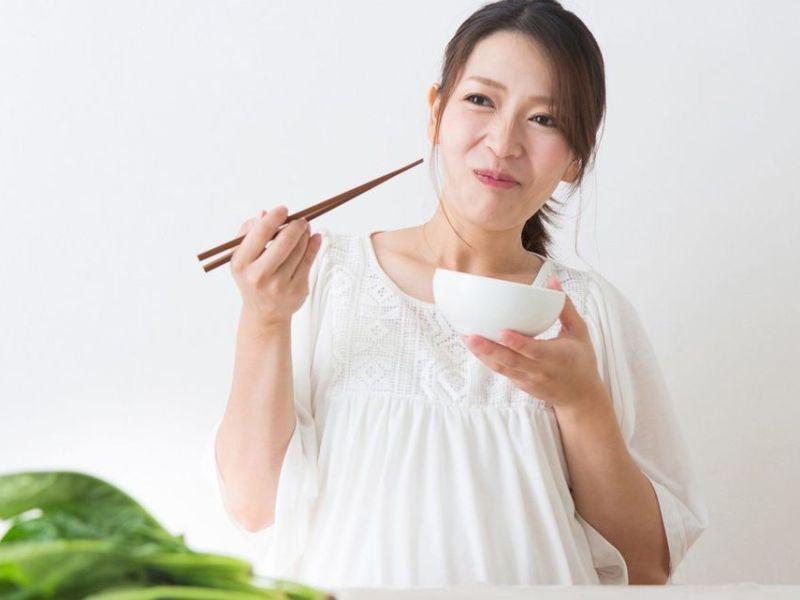 Pantangan Makanan Bagi Ibu Hamil yang Patut Dihindari