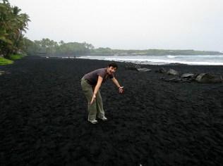 12.1419326679.punaluu-black-sand-beach
