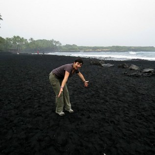 12.1419326679.punaluu-black-sand-beach