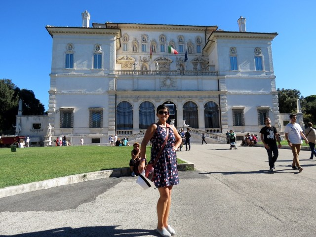 15.1442932408.in-front-of-galleria-borghese