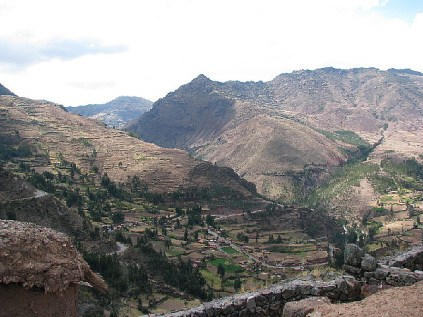 4.1341505081.the-valley-from-the-pisac-ruins
