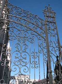 4.1341850750.gorgeous-gate-at-the-cathedral