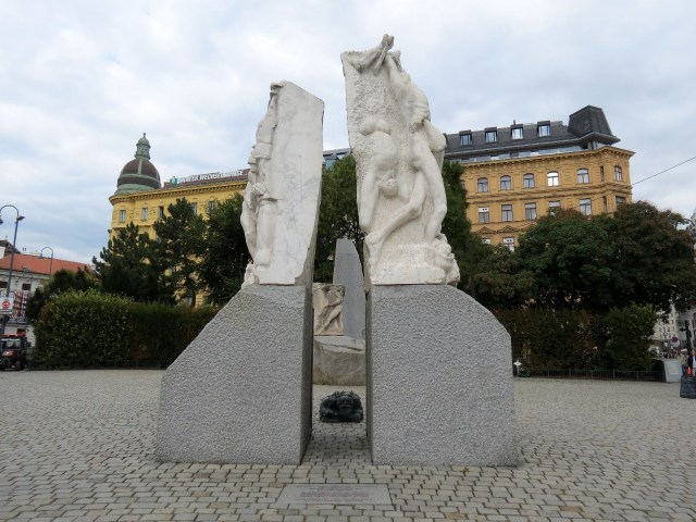 15.1443537334.monument-against-war-and-facism