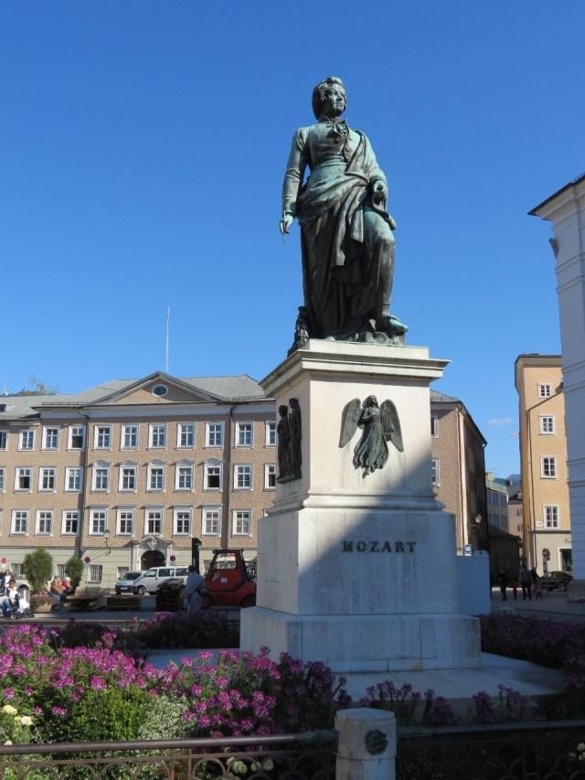 15.1443710218.mozart-s-statue