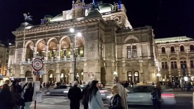 15.1443883034.the-opera-house-at-night