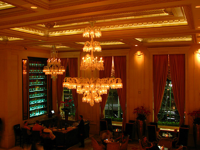 5.1346496480.drinks-at-the-plaza-hotel