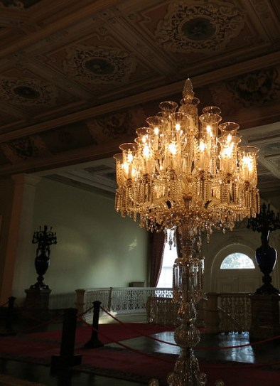 7.1357238401.these-crystal-chandeliers-were-unreal