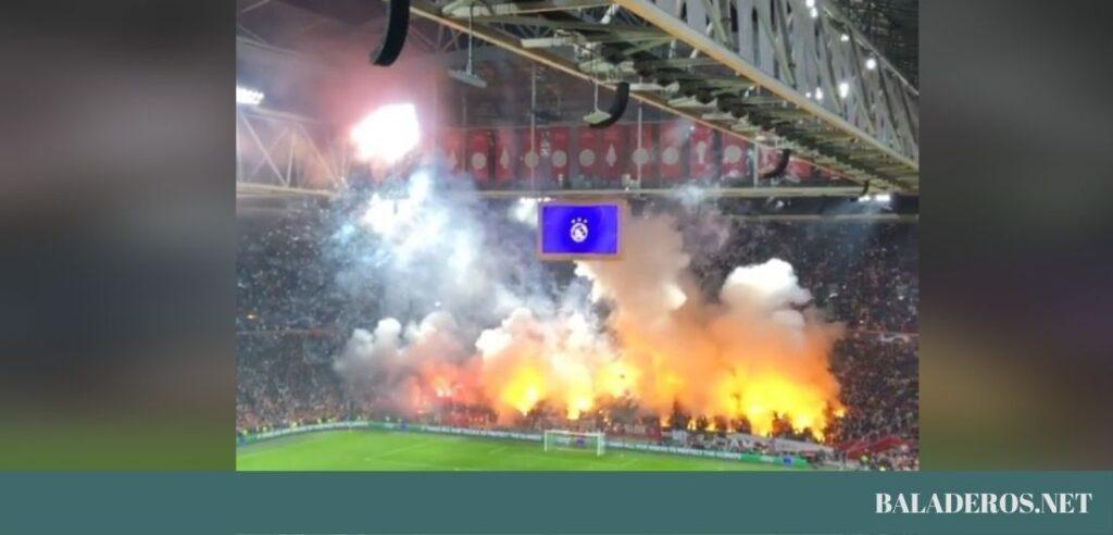Το φανταστικό Pyro Show των οπαδών τους Άγιαξ στον αγώνα με την Ντόρτμουντ! (video)