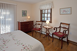 Rose guestroom at the Baladerry Inn, Gettysburg