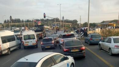 صورة إصابة 5 عمال فلسطينيين جراء تعرضهم لجريمة إطلاق نار بالقرب من مدينة الطيبة بالداخل المحتل