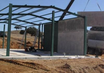 Instalación de riego por goteo en olivar en Herdade das Lapa en Beja (Portugal).