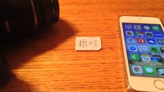 無線LAN(Wi-Fi)対応SDカード「FlashAir」。iPhoneなどの空き容量が少ない時はこちらが便利です。