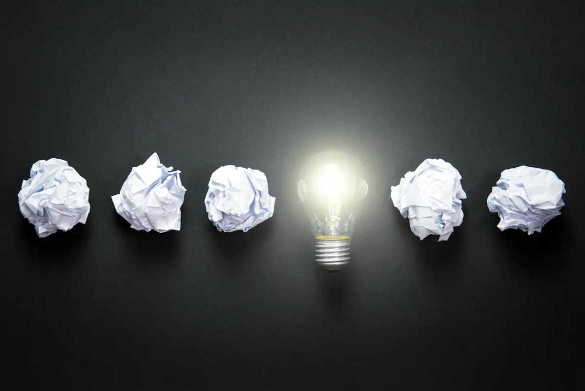 5 pieces of crumpled paper are shown with a lightbulb. This signifies how the App 100 Life Hacks can give you solutions to potentially outdated ways of doing things.