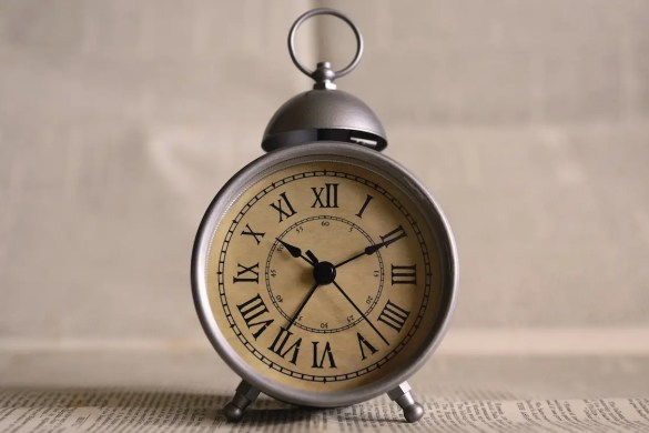 An image shows an antique clock. This picture represents the idea that our time is limited and Balanced Achievement's article about the question 'How can I make today memorable?'