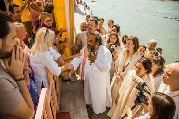 An image shows the great Advaita Zen master Mooji at the Yoga Festival in Rishikesh, India.