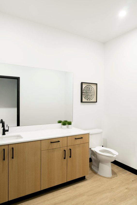 Physiotherapy & Massage bathroom