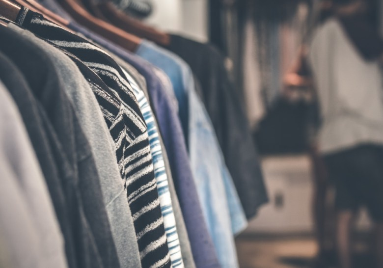 how to declutter clothes in 10 easy steps