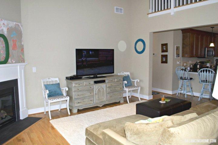 tv on dresser in living room | Gopelling.net