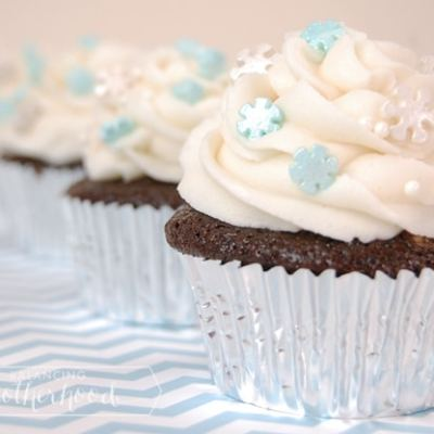 Snowflake Cupcakes: Chocolate Cupcakes with Vanilla Buttercream Frosting