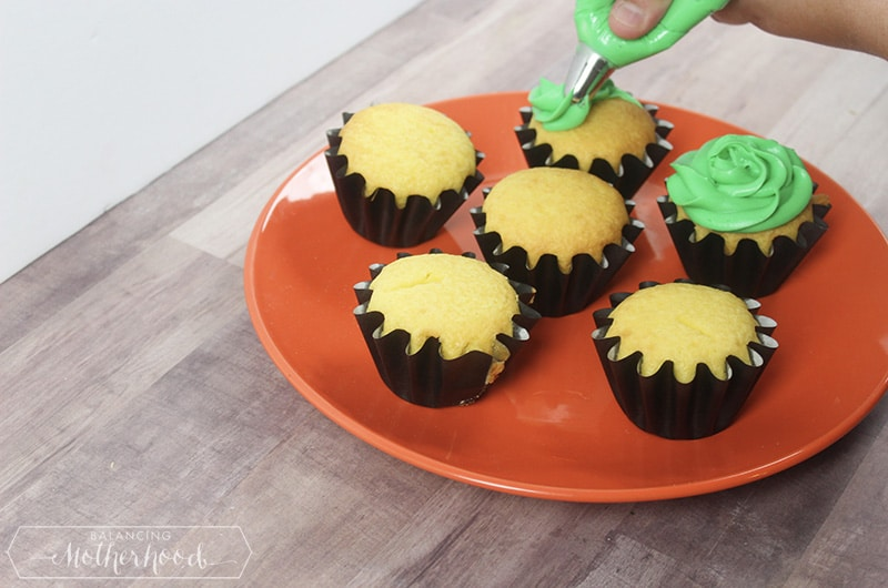 Witch Hat Cupcakes Procedure 3