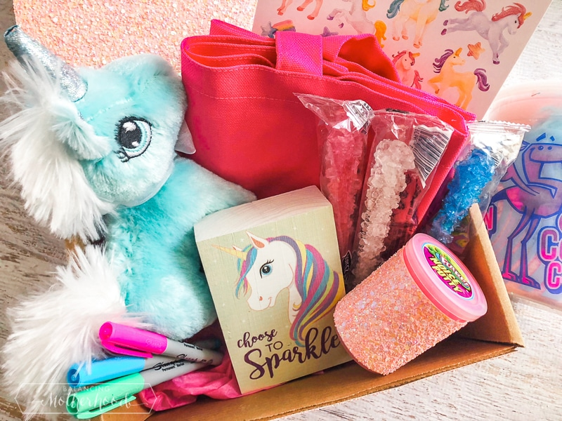 Make this cute unicorn box!